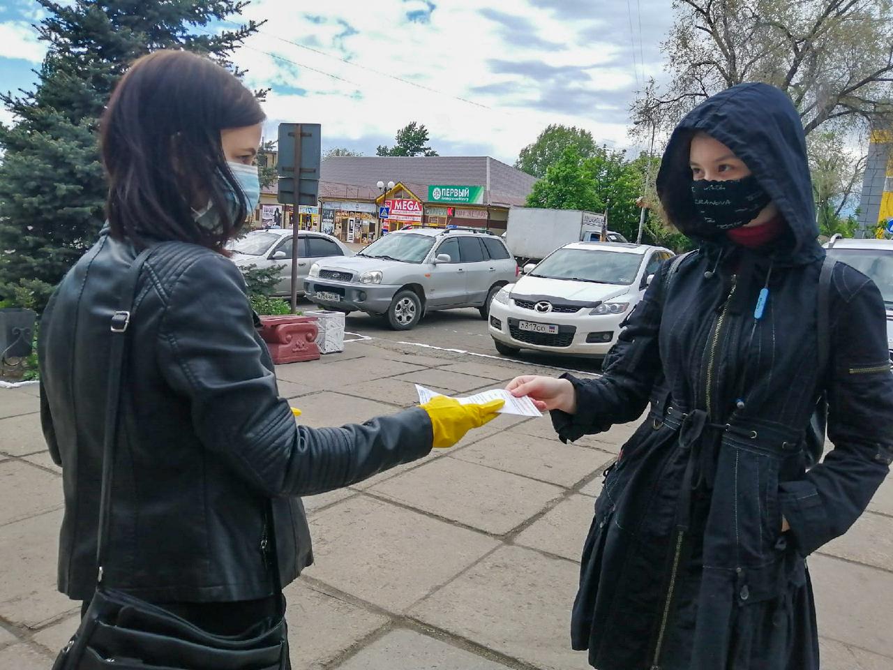 В ЛНР активисты рассказали жителям об акции «Рука помощи» 2