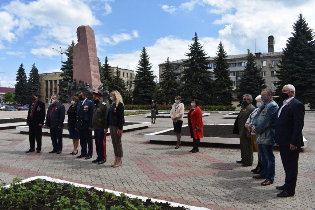 Копии Знамени Победы подняли в 14 городах лнр