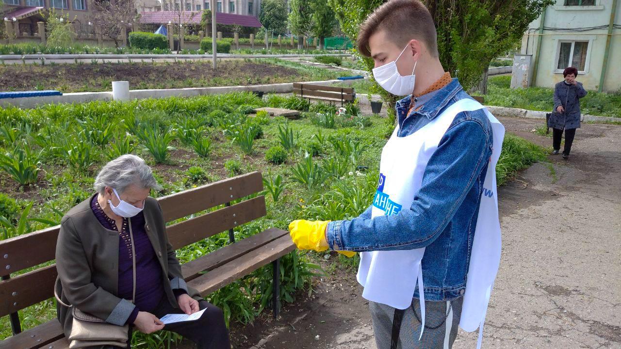 В Кировске жителям города рассказали об акции «Рука помощи» 2