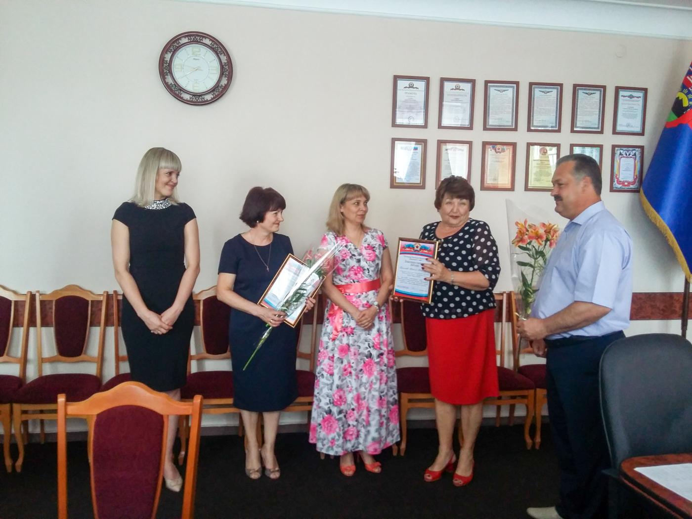 Елена Рахмукова поздравила государственных служащих в Антраците 1