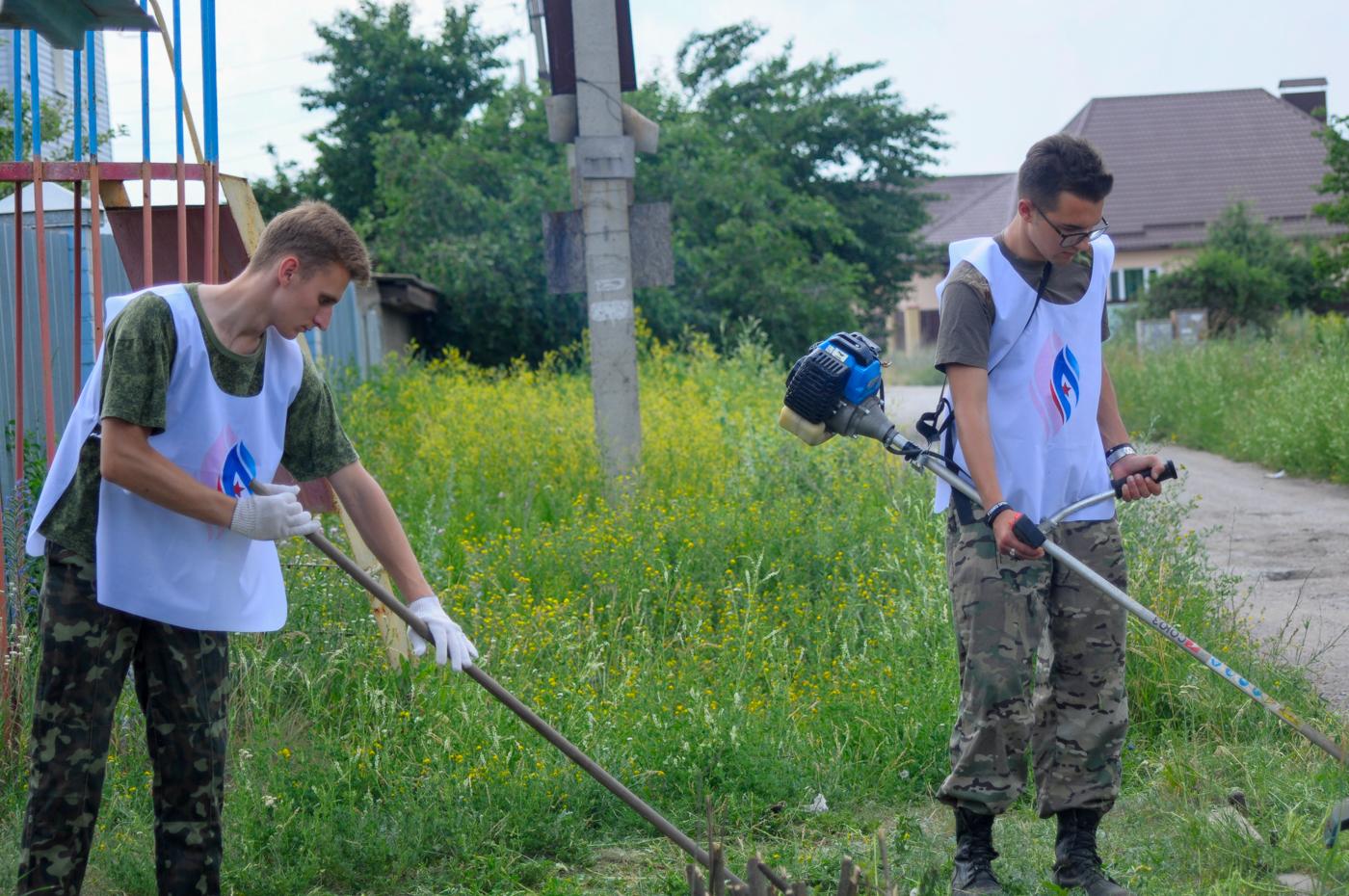 В Луганске активисты проекта «Мы помним!» провели субботник 1