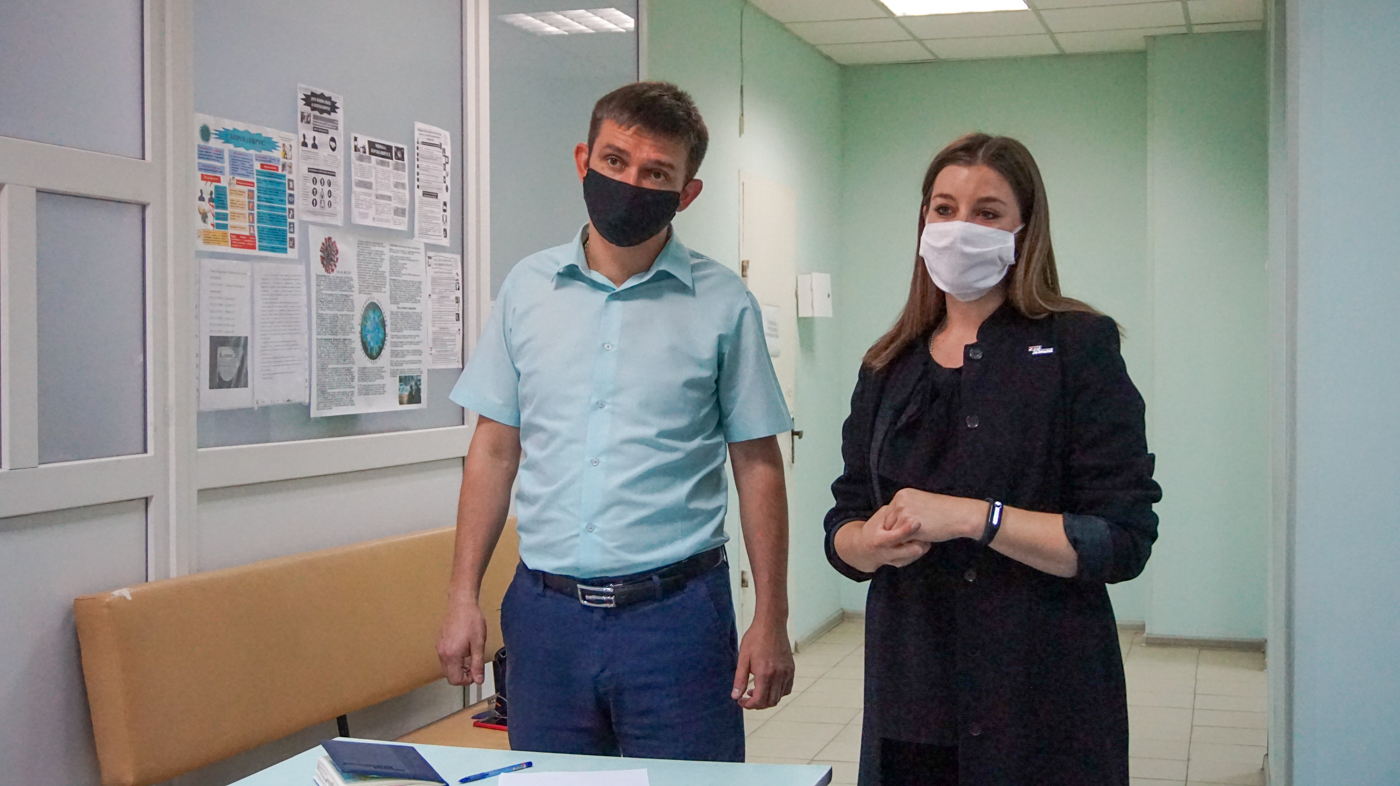 Работникам медицинской сферывыдалипомощьв Луганске 4