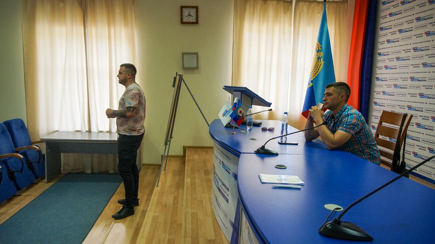 В Луганске для активистов провели лекцию против наркотиков 2