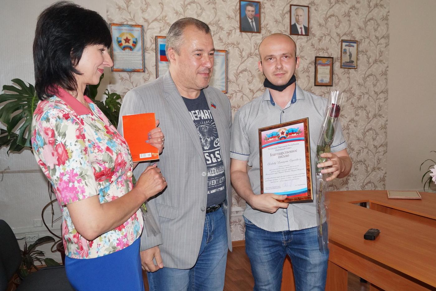 Юрий Юров поздравил работников социальной сферы Кировска