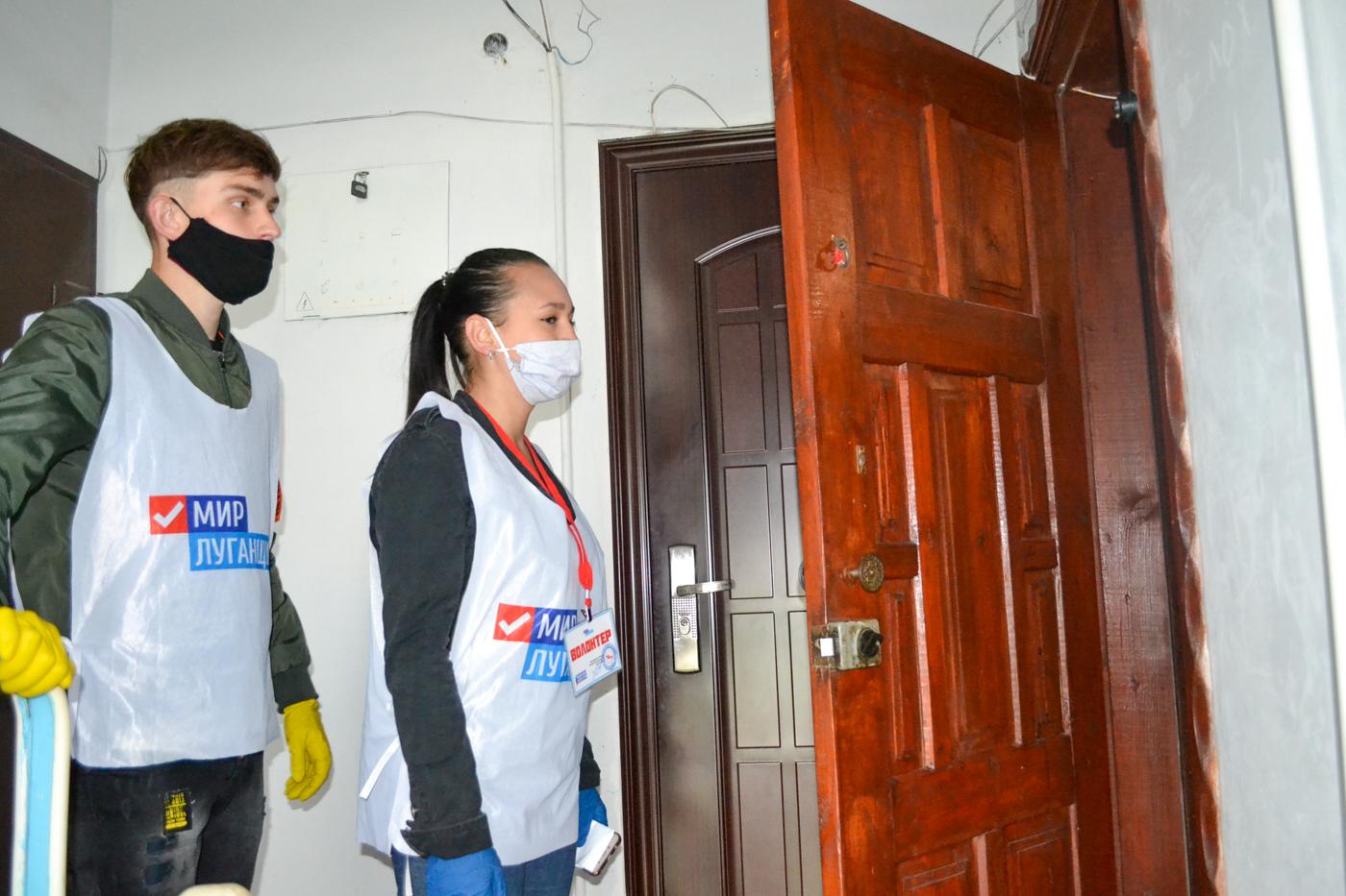 Волонтёры акции «Рука помощи» Ровеньках помогли жителям на самоизоляции