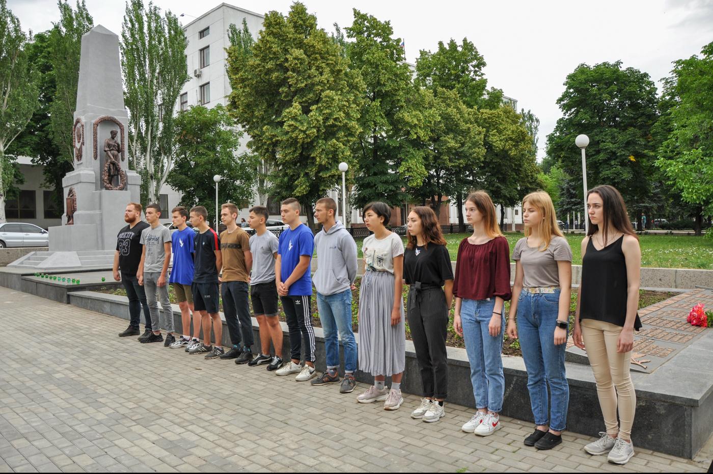 В Стаханове состоялась памятная акция ко Дню памяти и скорби 1