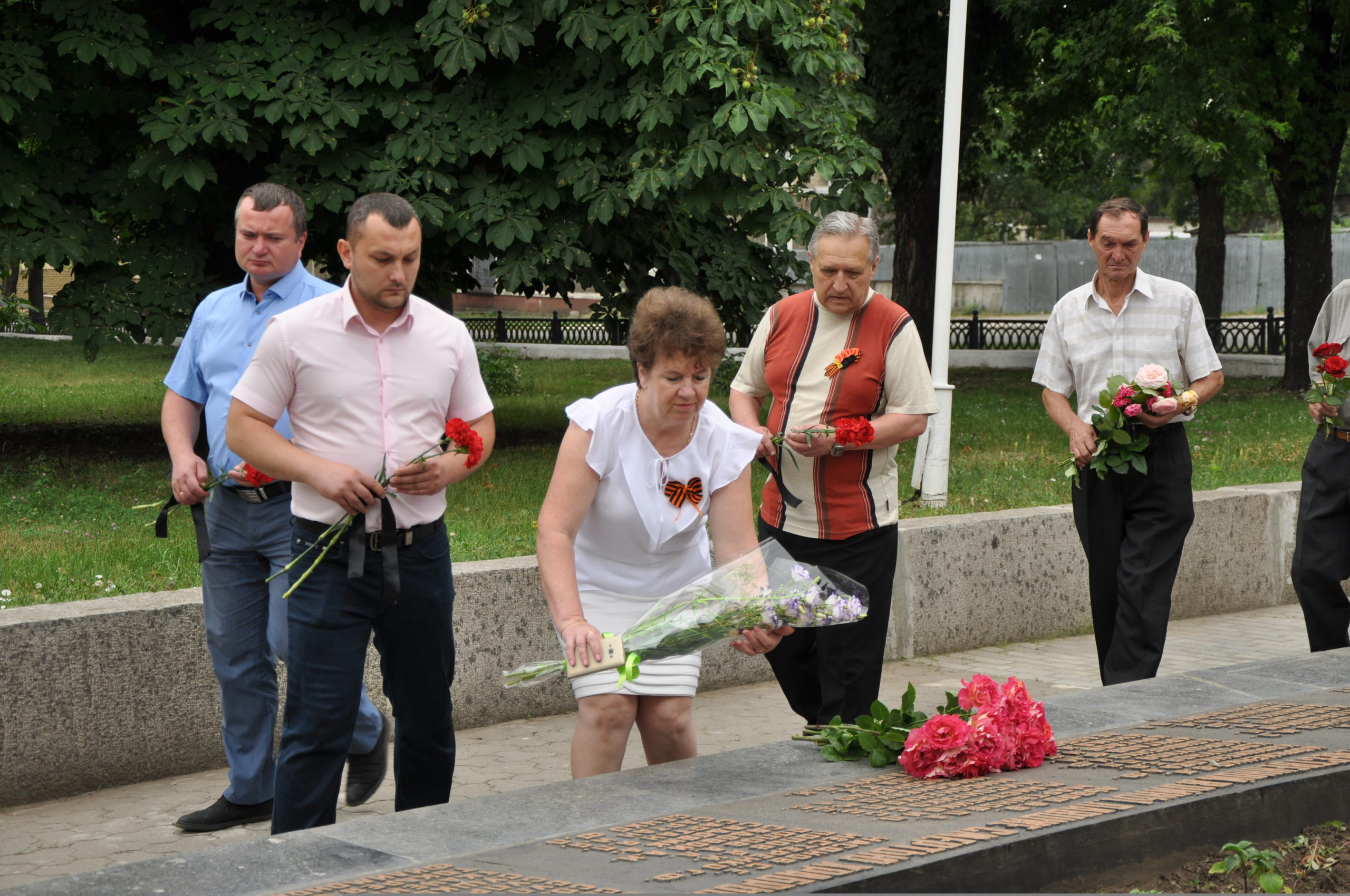 В Стаханове состоялась памятная акция ко Дню памяти и скорби 3