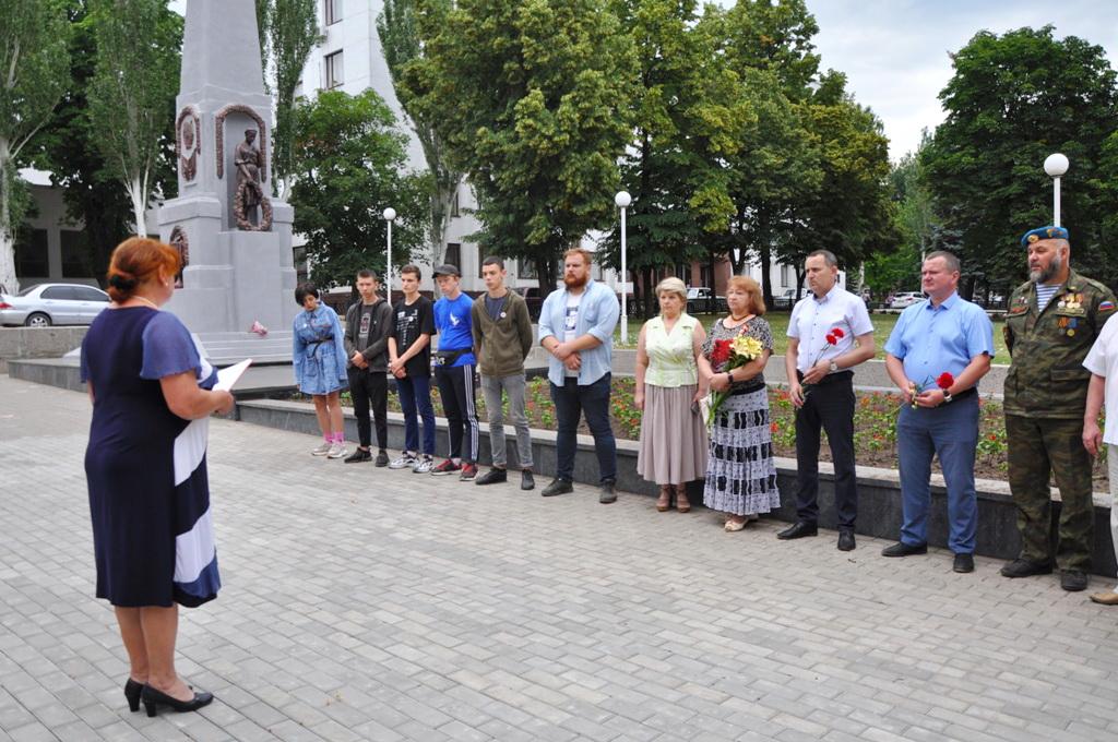 В Стаханове почтили память партизан и подпольщиков времён Великой Отечественной войны 1