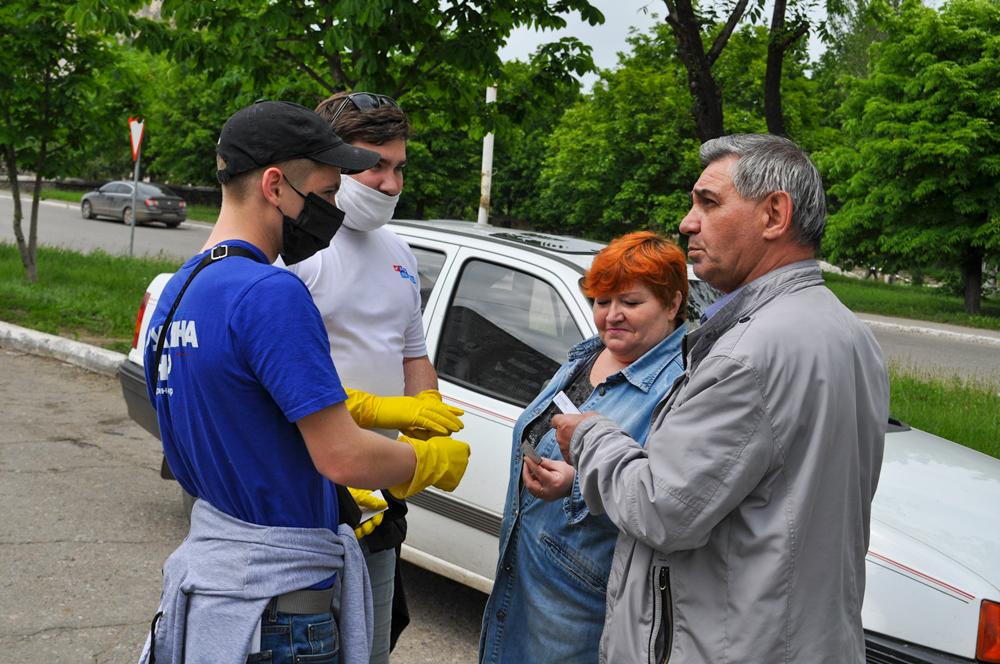В Брянке активисты ОД «Мир Луганщине» раздали буклеты об акции «Стоп наркотикам!» 2