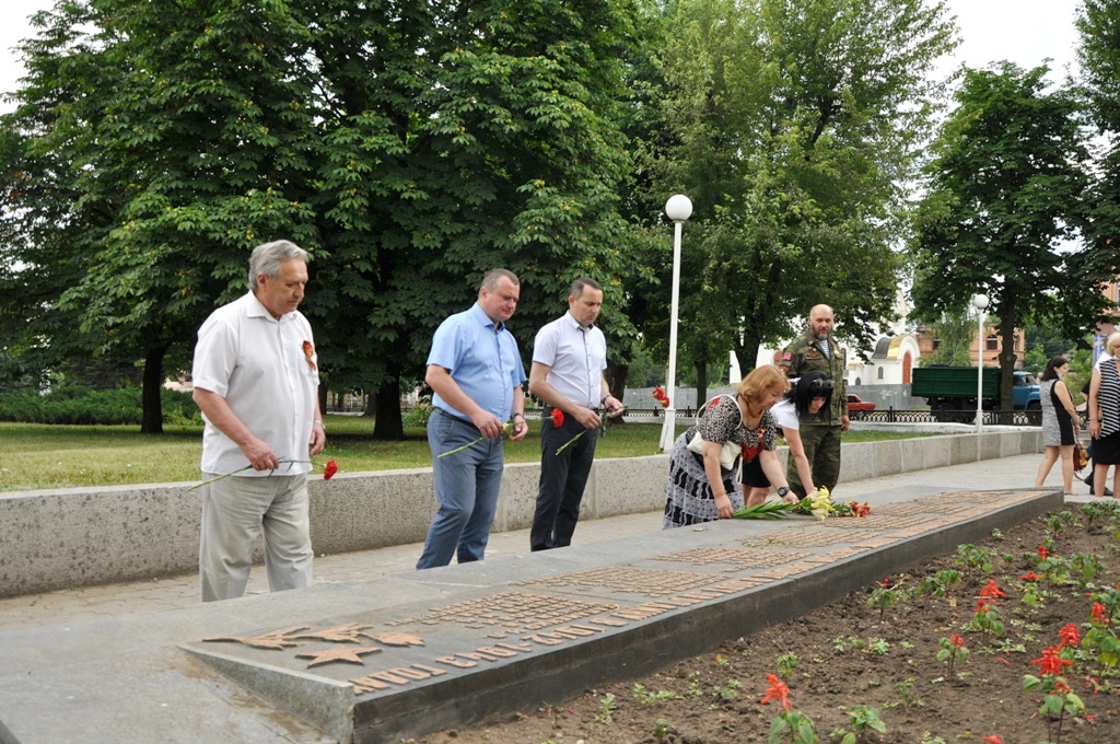В Стаханове почтили память партизан и подпольщиков времён Великой Отечественной войны
