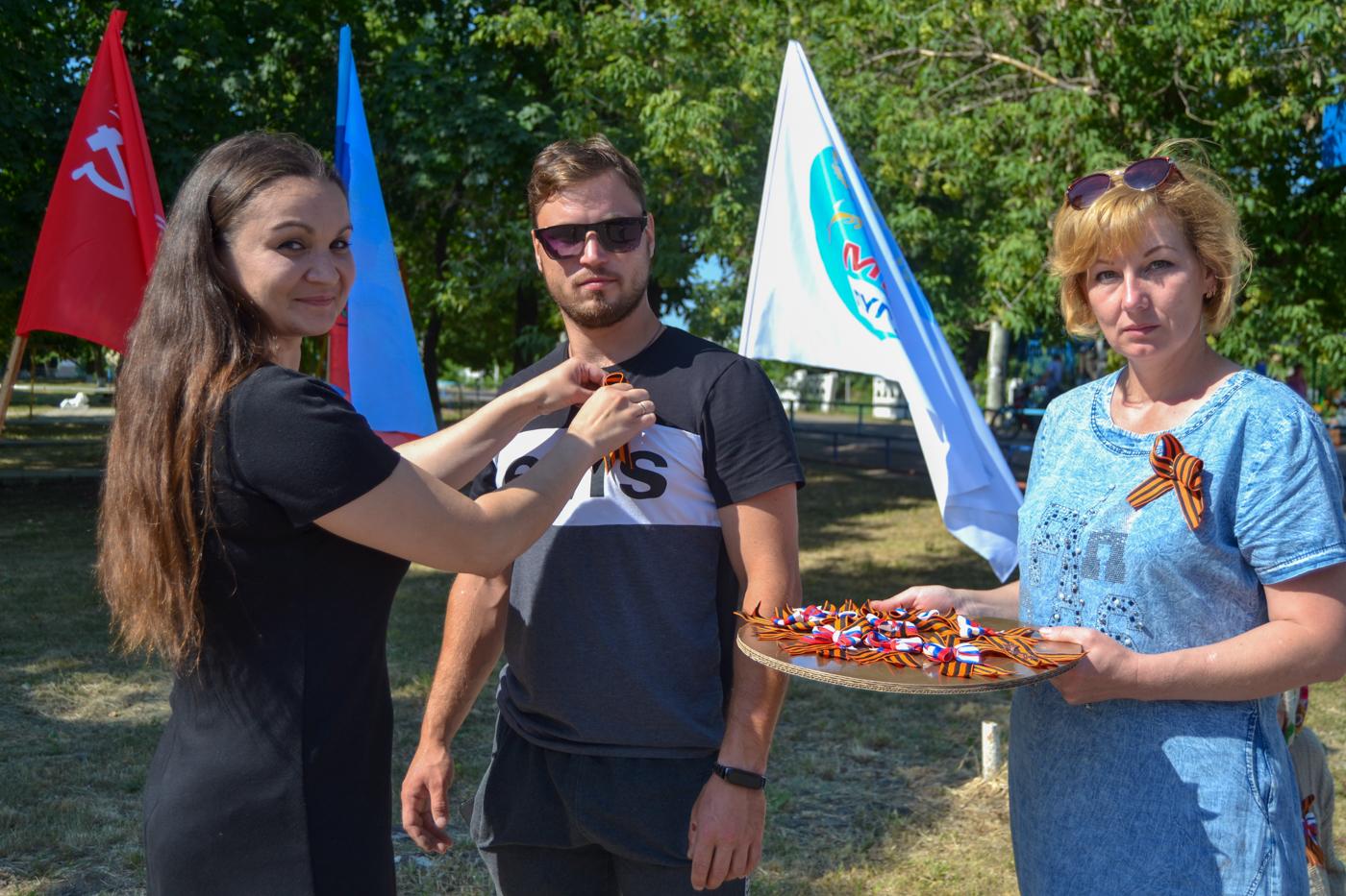 Активисты ОД «Мир Луганщине» поздравили жителей посёлка Фрунзе с 75-й годовщиной Победы в ВОВ