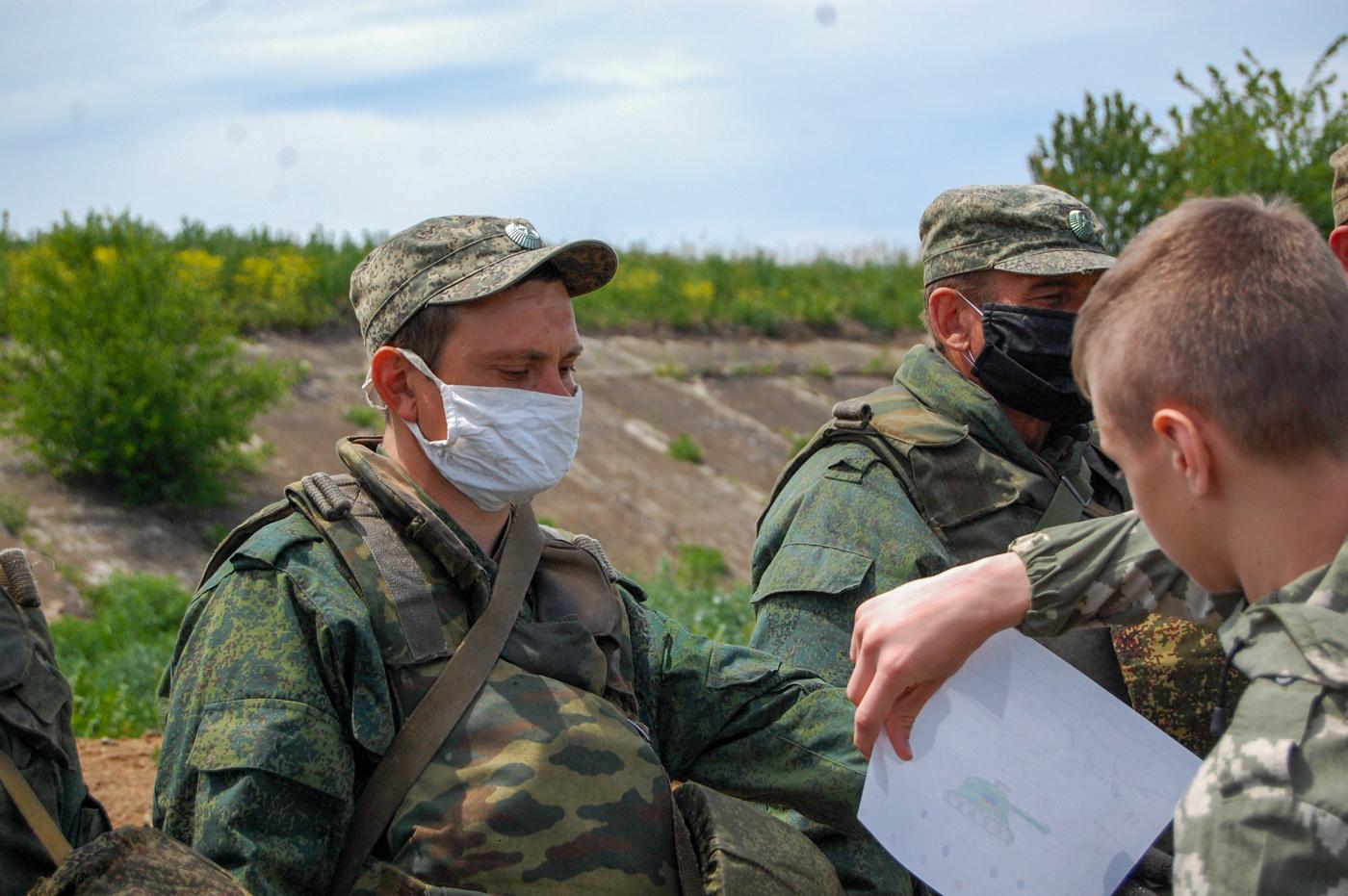 Активисты ОД «Мир Луганщине» передали рисунки детей военнослужащим ЛНР 4