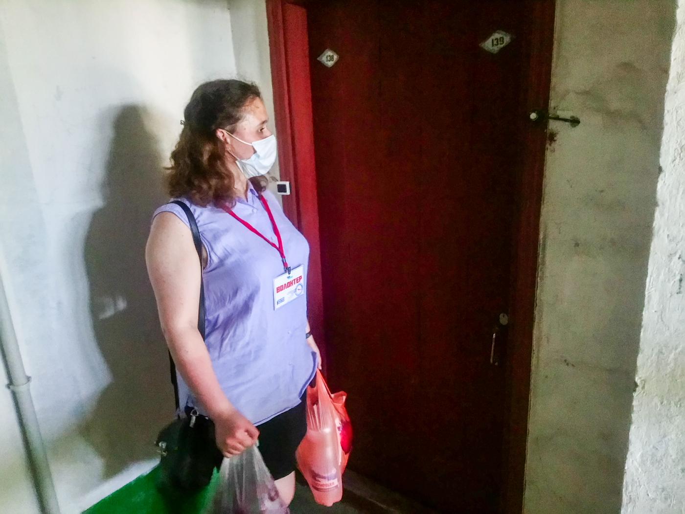 Волонтёры акции «Рука помощи» помогли восьми жителям Алчевска