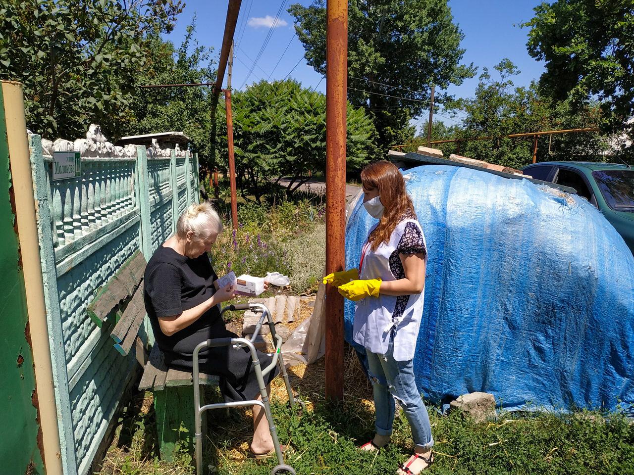 В рамках акции «Рука помощи» волонтёры помогли жительнице Свердловского района