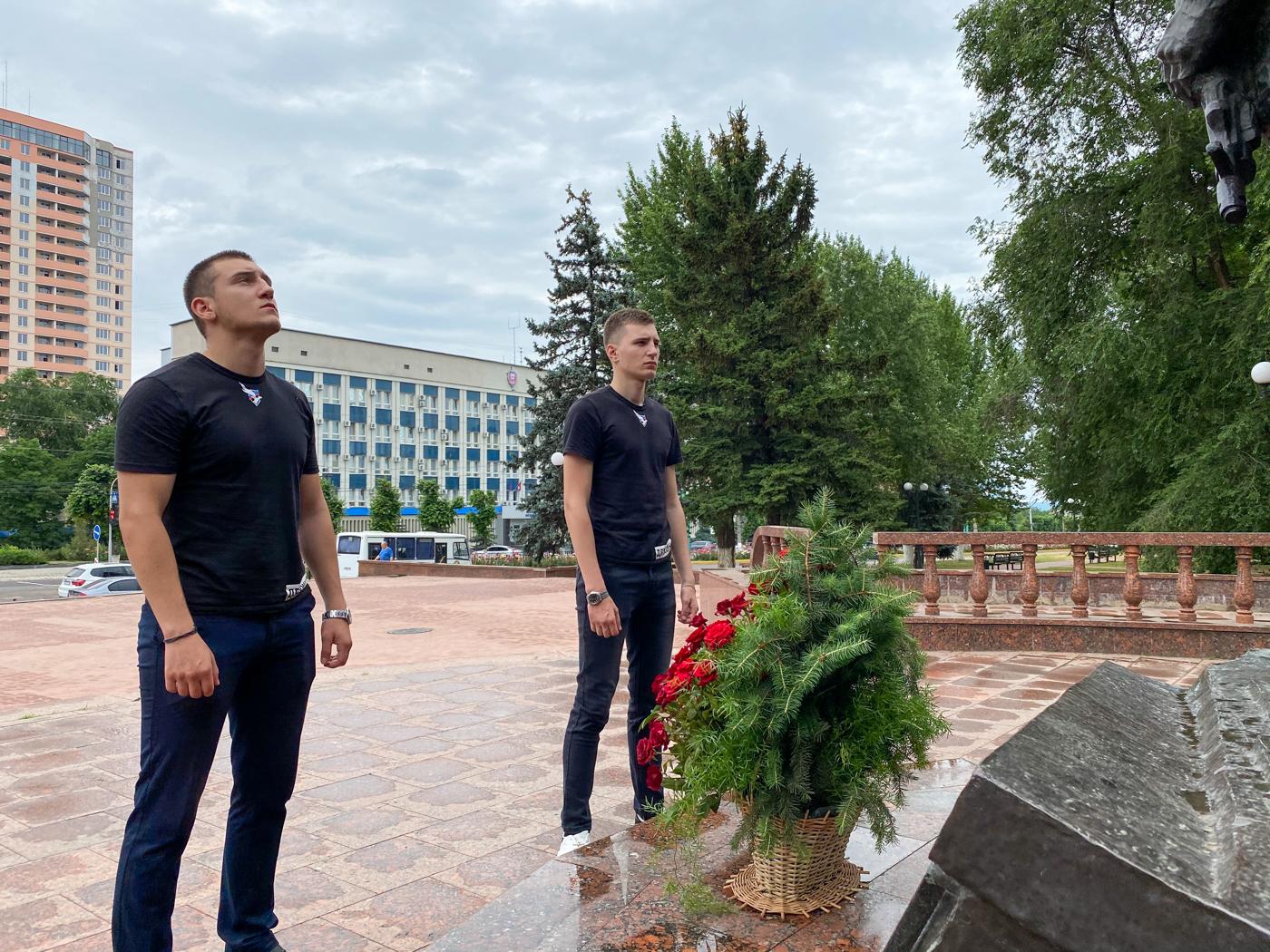 Память защитников Родины почтили активисты проекта «Дружина» в Луганске