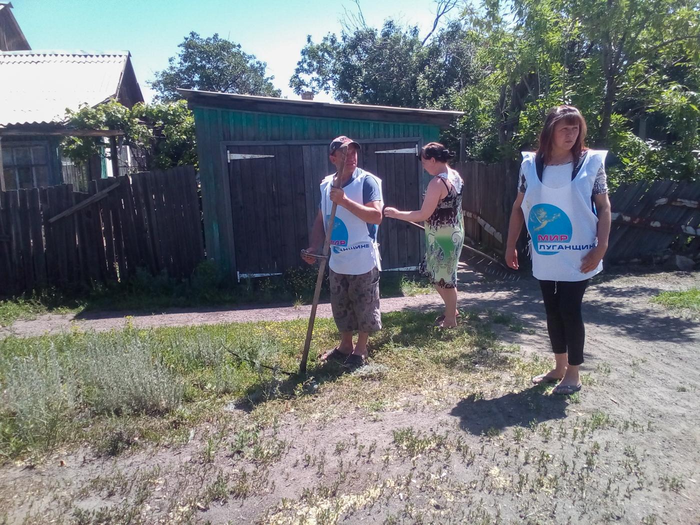 Активисты ОД «Мир Луганщине» провели субботник в Краснодоне 2