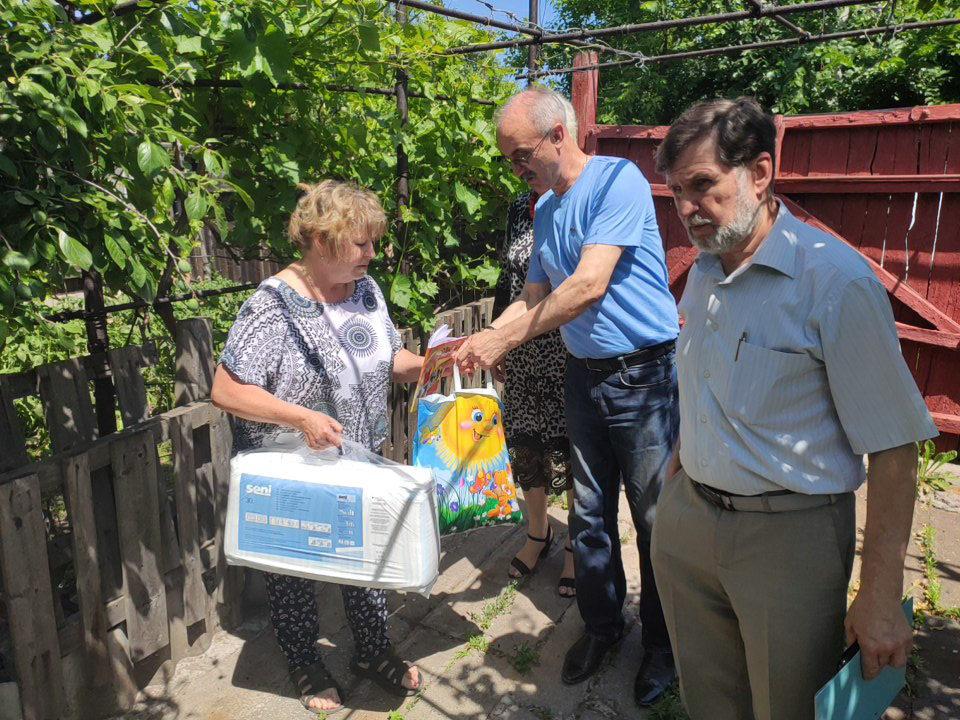 Активисты ОД «Мир Луганщине» Кировска посетили ветерана