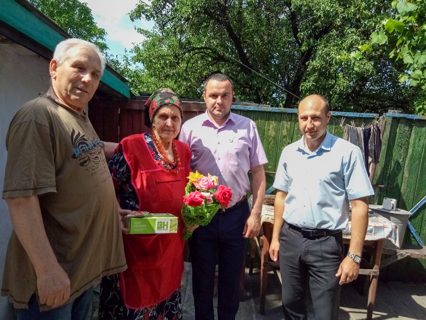 В Славяносербском районе поздравили ветерана труда с 75-летием