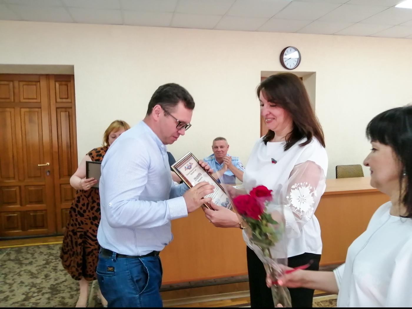 Депутаты Народного Совета ЛНР поздравили госслужащих с профессиональным праздником 2