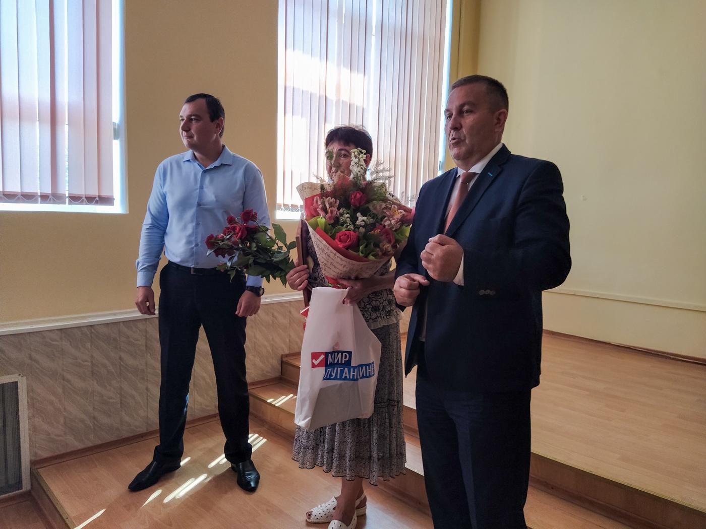 Представителю ОД «Мир Луганщине» вручили грамоту в Перевальске