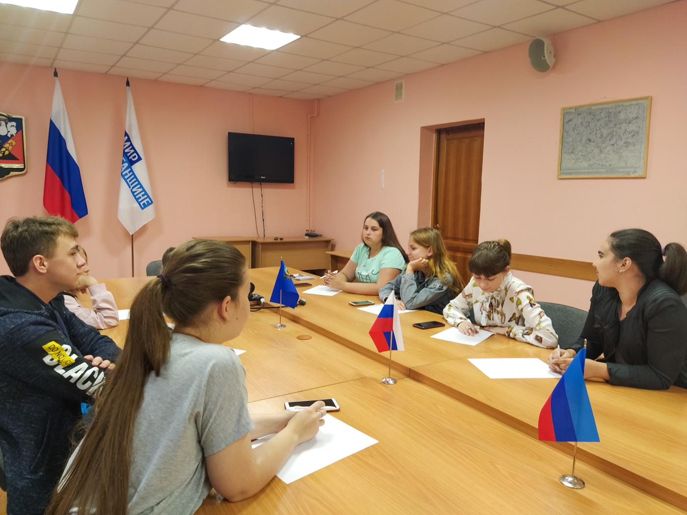 """Активисты проекта """"Молодая Гвардия"""" провели встречу в Перевальске 1"""