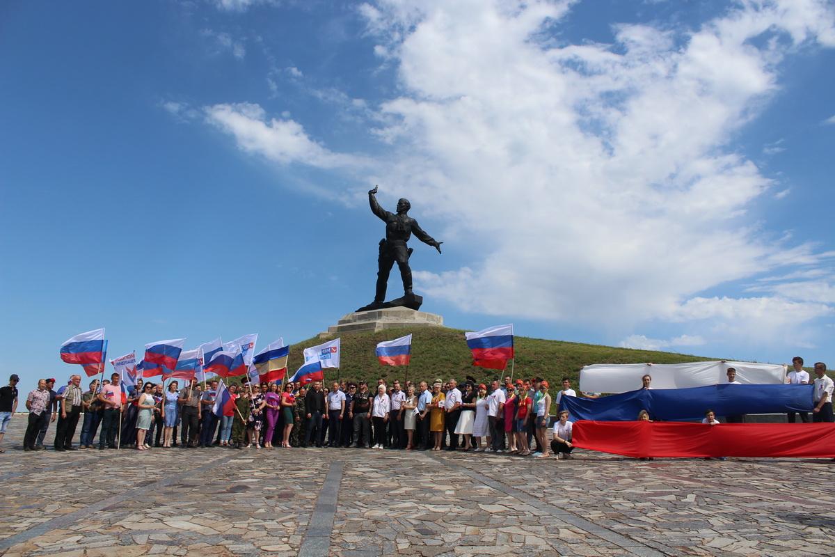 В городах ЛНР отпраздновали День России 6