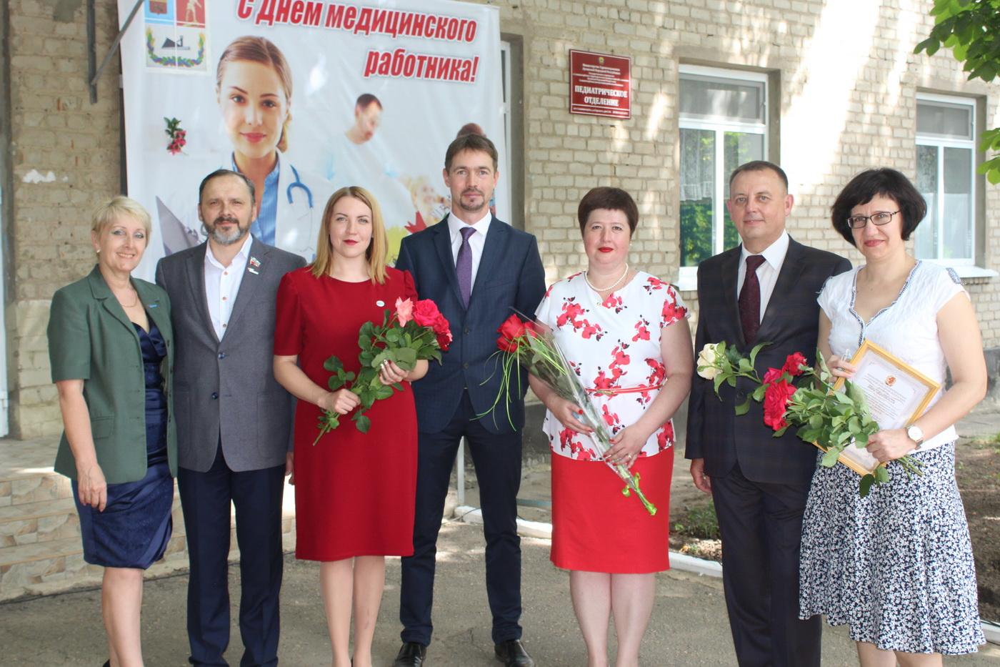 В Славяносербске поздравили медицинских работников с профессиональным праздником