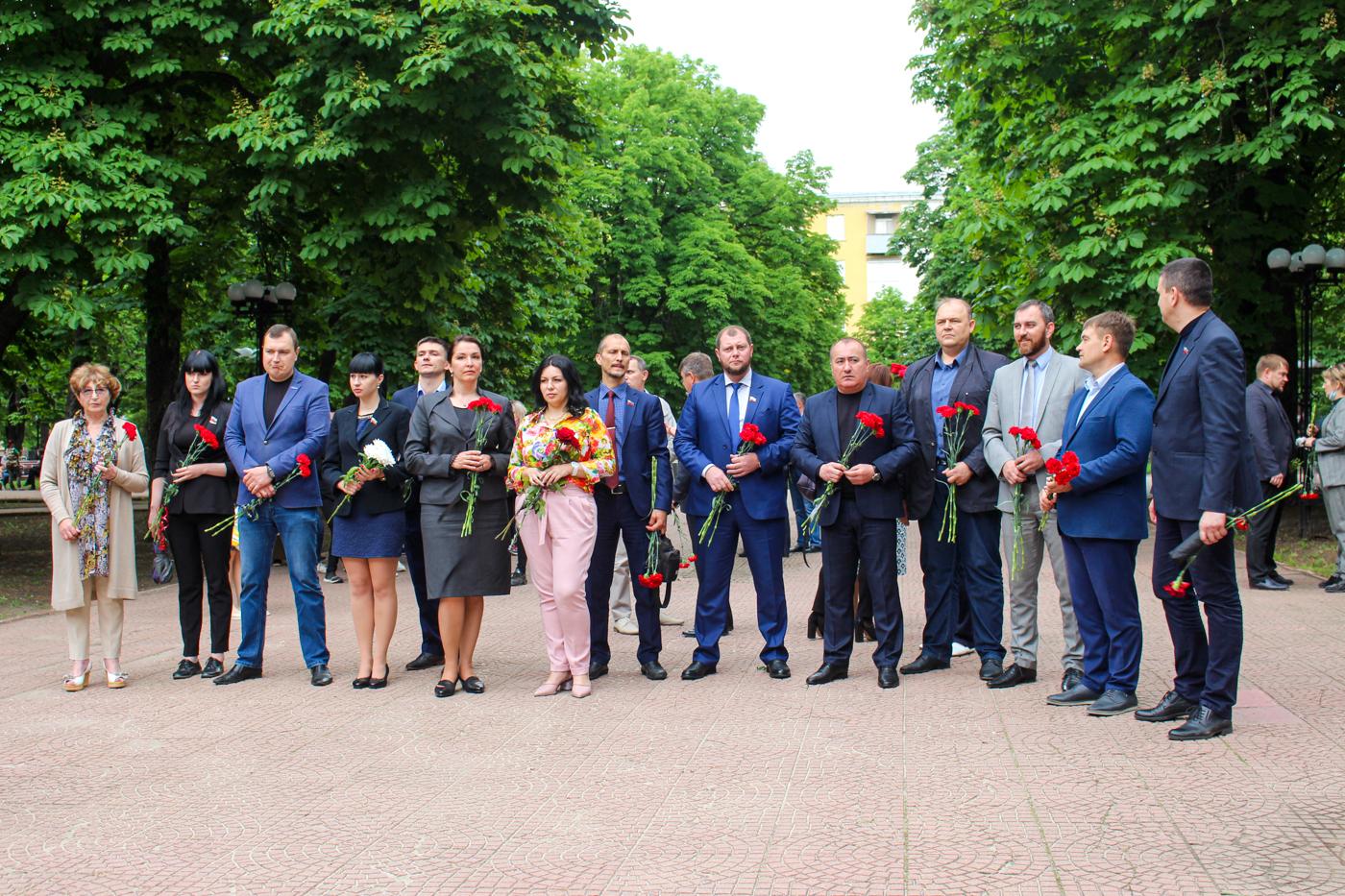 В Луганске почтили память погибших в результате авиаудара ВСУ