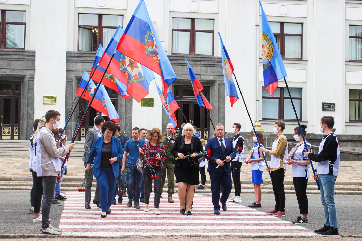 В Луганске почтили память погибших в результате авиаудара ВСУ 2