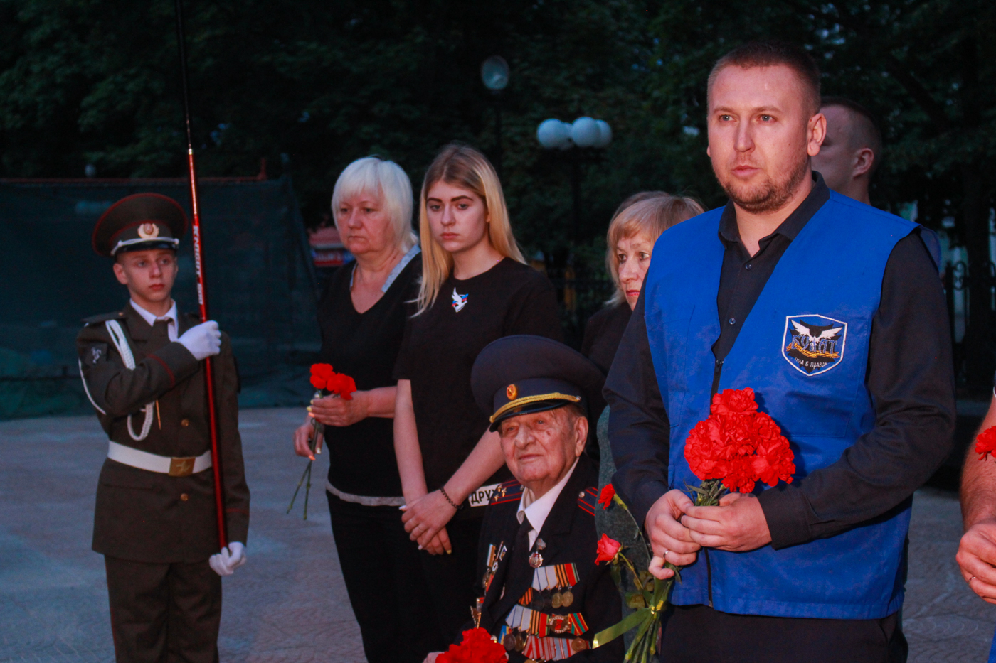 Луганчане почтили память погибших во время Великой Отечественной войны на рассвете 2