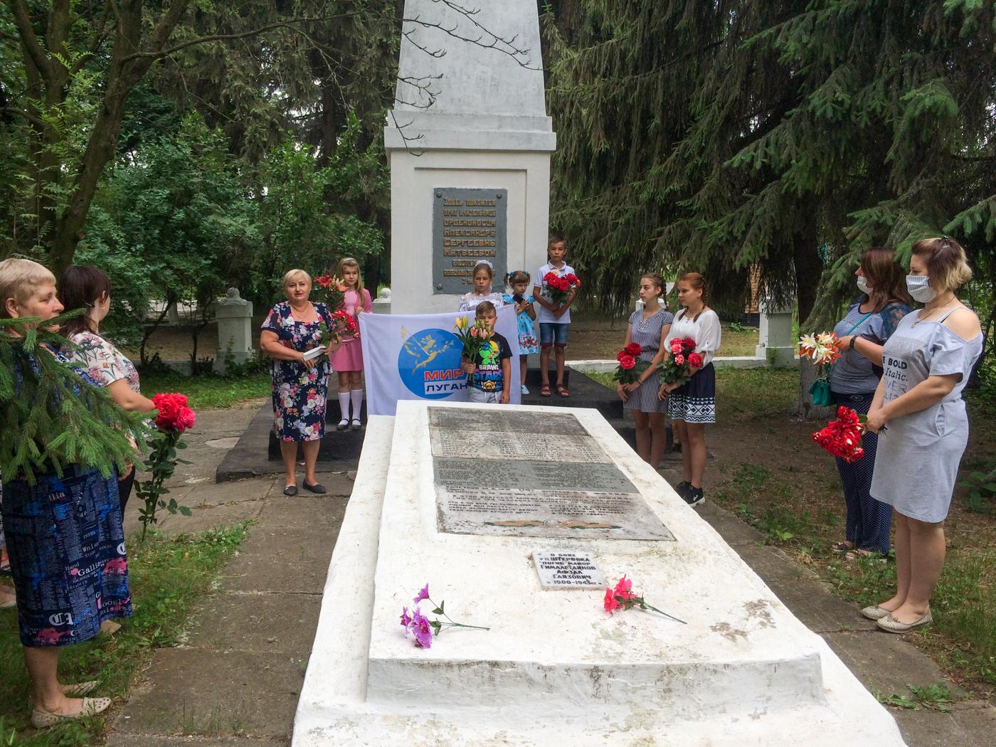 Активисты Красного Луча провели митинги памяти «Помним, скорбим» 1