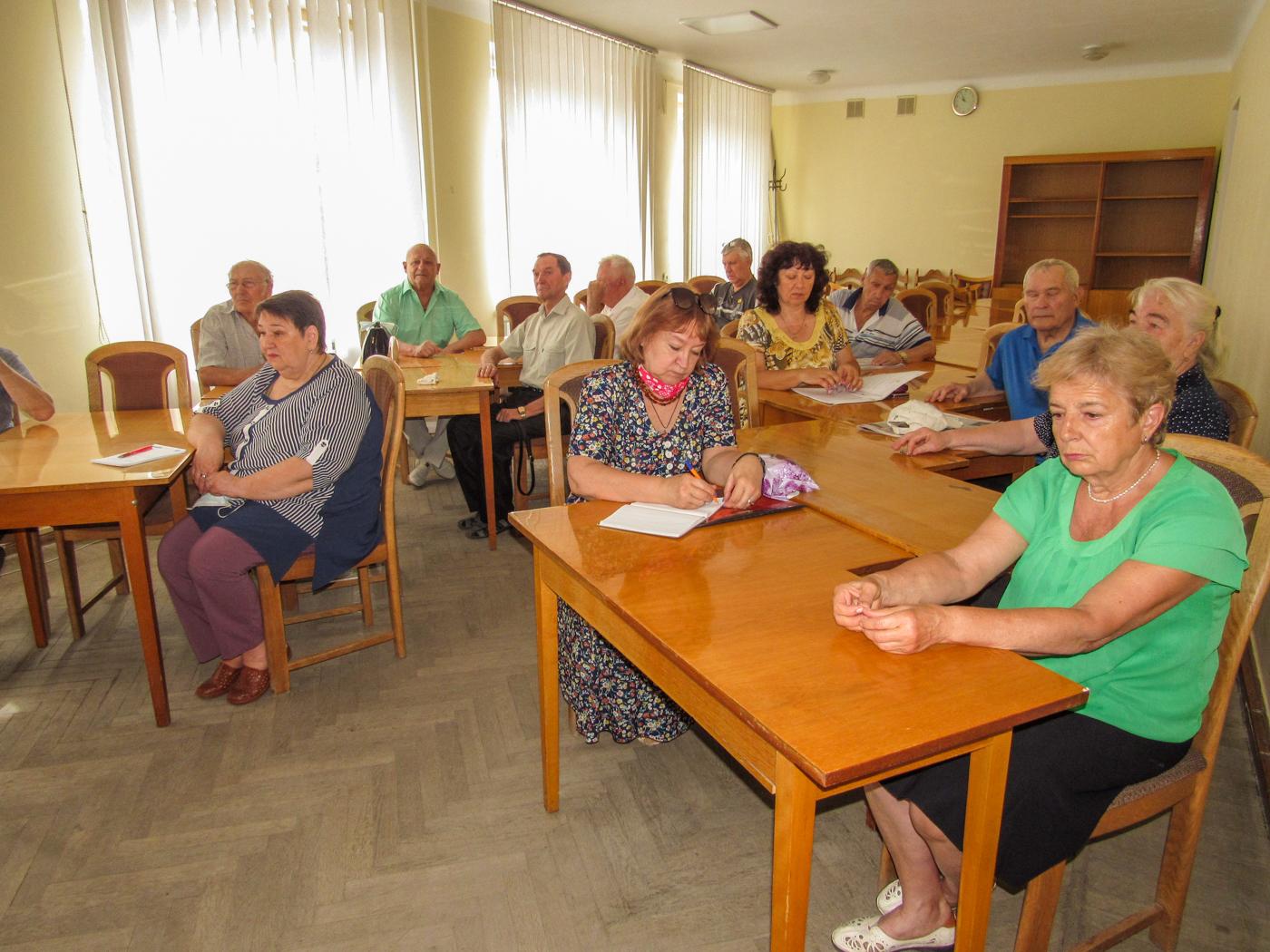 В Стаханове обсудили предложение о восстановлении звания «Ветеран труда» 1