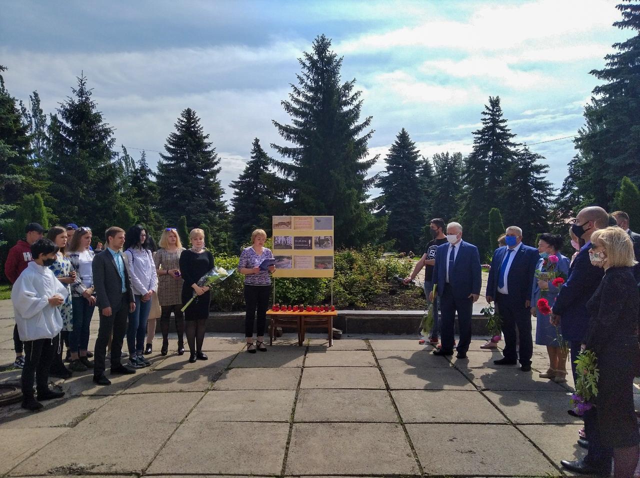 В ЛНР почтили память погибших в результате авиаудара со стороны Вооруженных Сил Украины 10