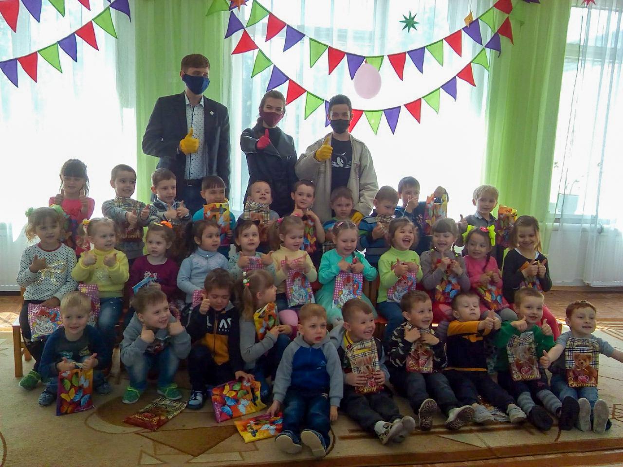 В городах и районах ЛНР отпраздновали Международный день защиты детей