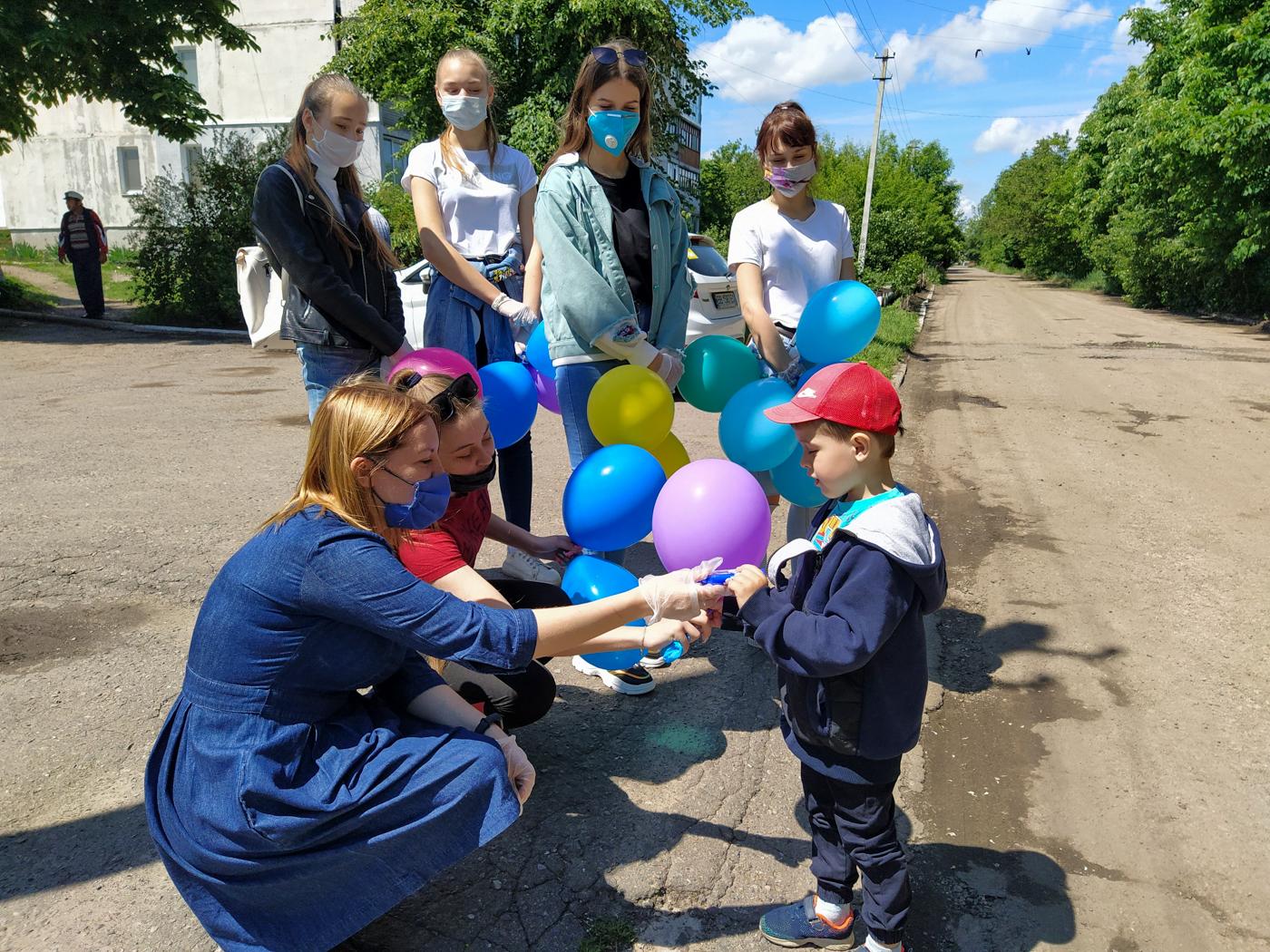 В городах и районах ЛНР отпраздновали Международный день защиты детей 7