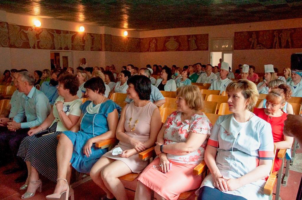 Медицинских работников Стаханова поздравили с профессиональным праздником 2