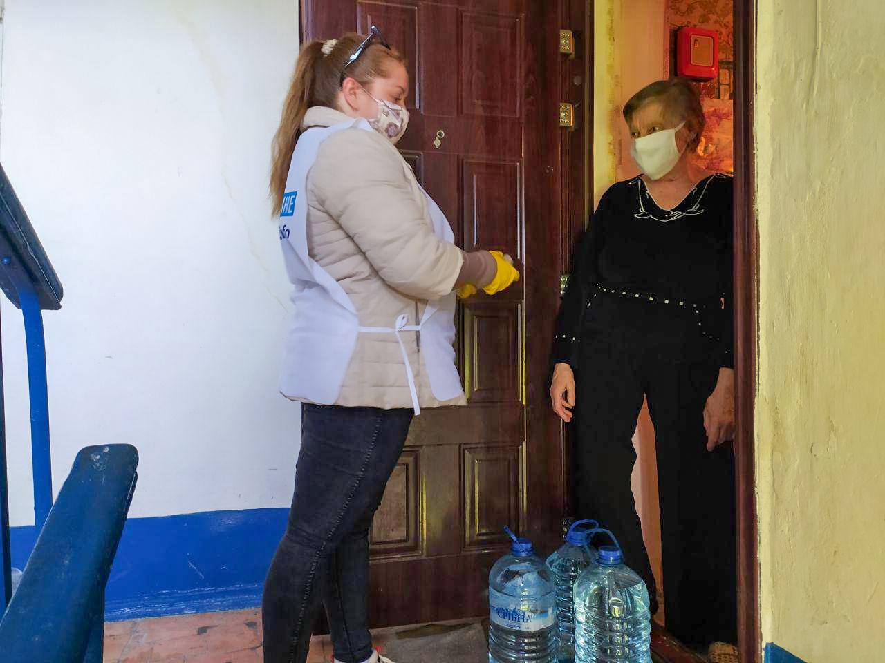 Первомайские волонтёры помогли пенсионерке