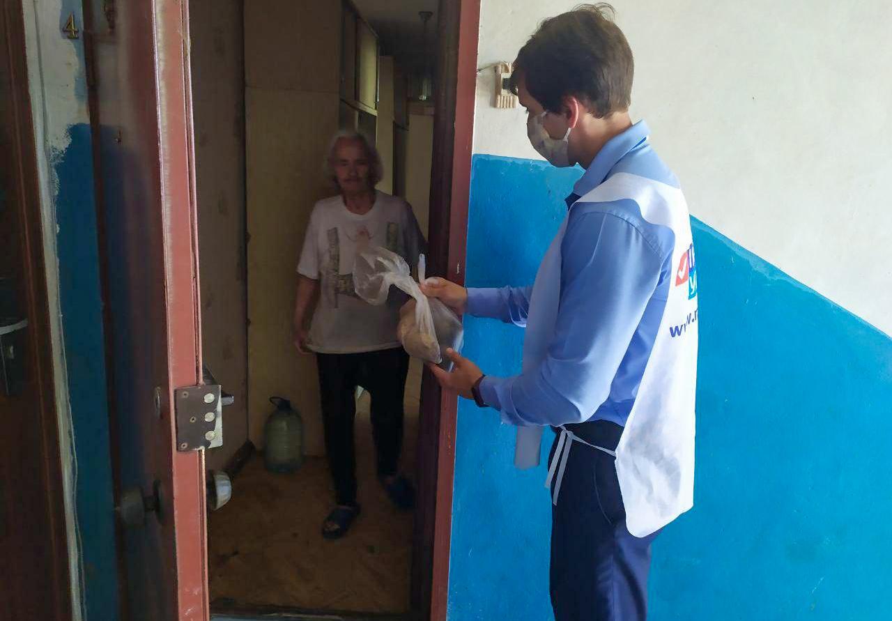 Волонтёры акции «Рука помощи» за неделю помогли 77 жителям ЛНР