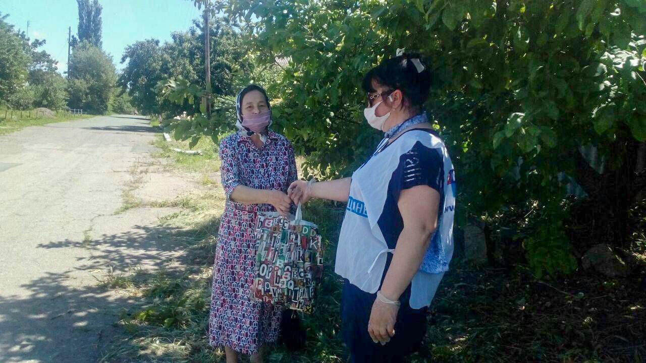 Волонтёры акции «Рука помощи» помогли жителям Славяносербского района