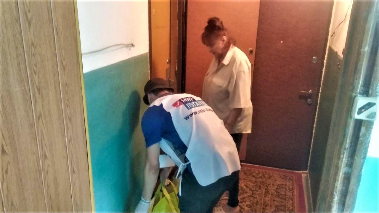 За неделю волонтёры акции «Рука помощи» помогли трём жителям Стаханова 1