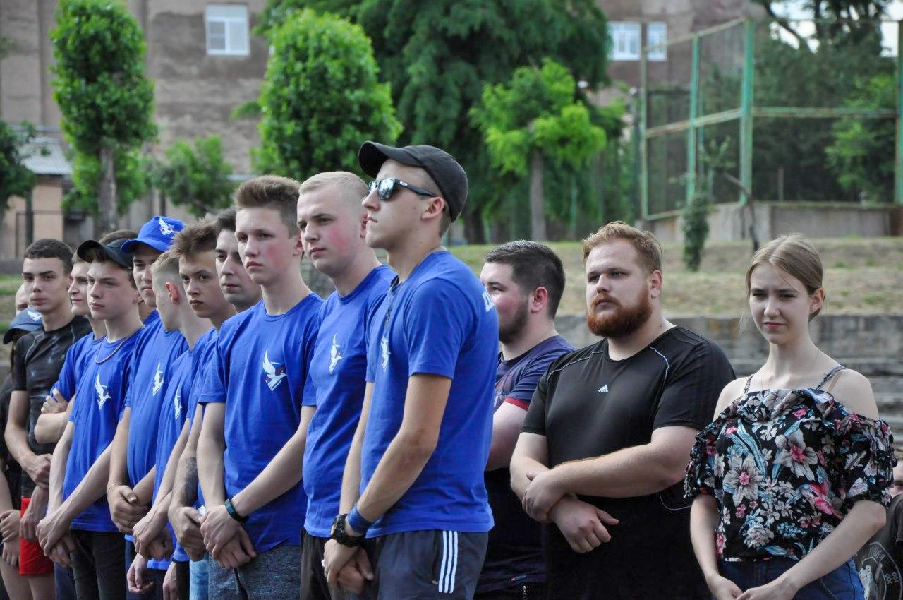 Молодёжь Стаханова в свой праздник провела флешмоб и товарищеский футбольный матч 2