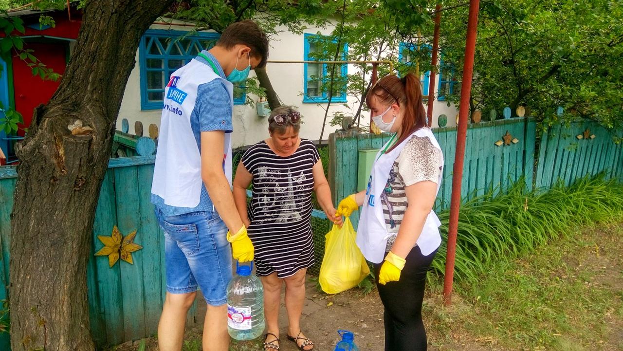 Волонтёры помогли пяти жителям Кировска