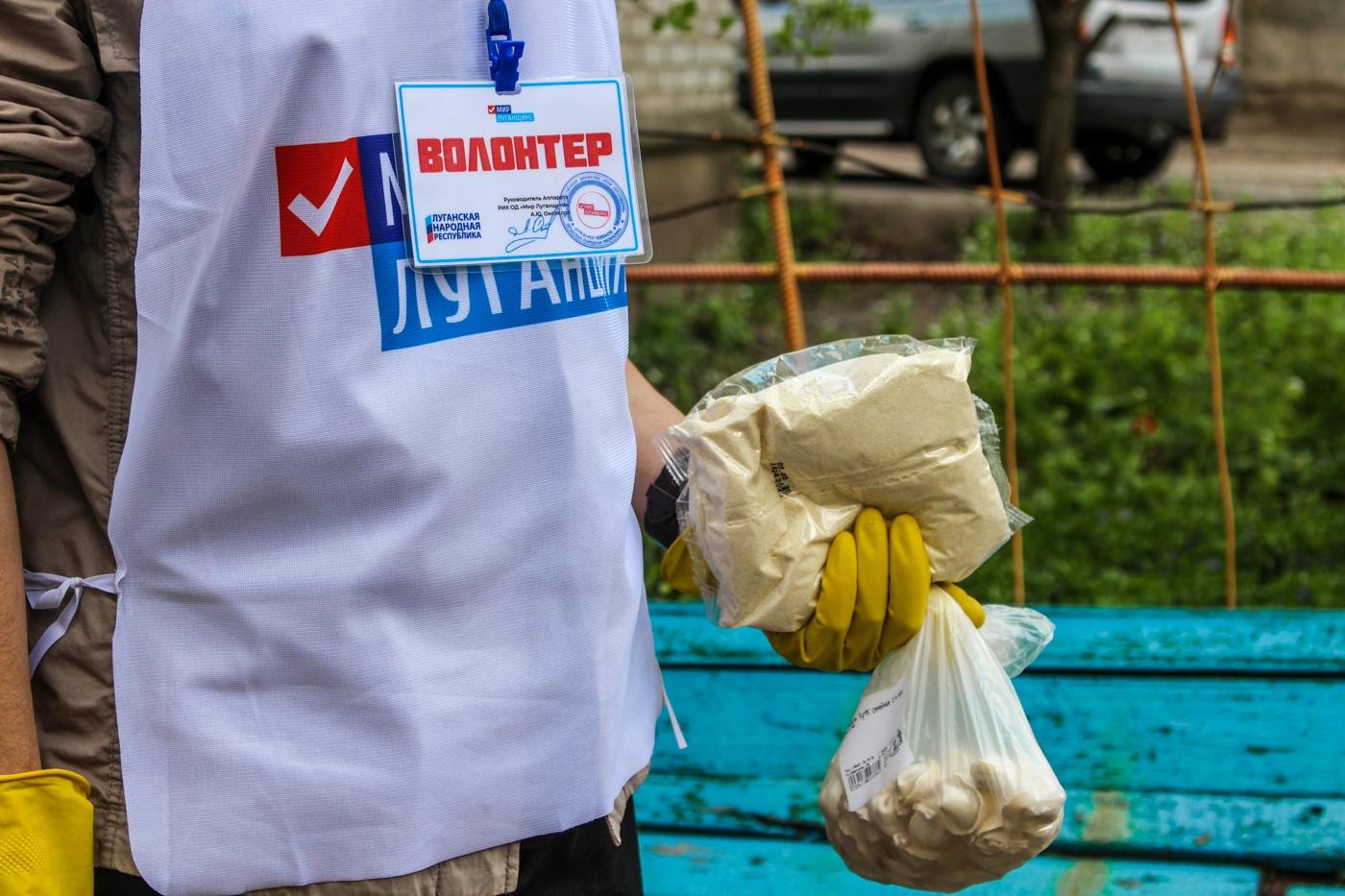 Волонтёры акции «Рука помощи» в помогли шести жителям Луганска