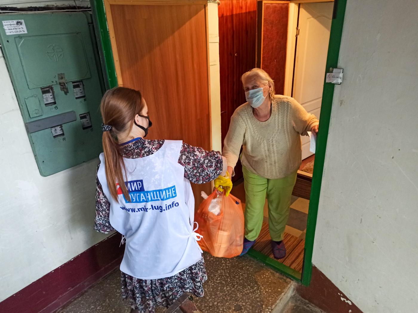 Волонтёры акции «Рука помощи» за неделю помогли 39 жителям ЛНР