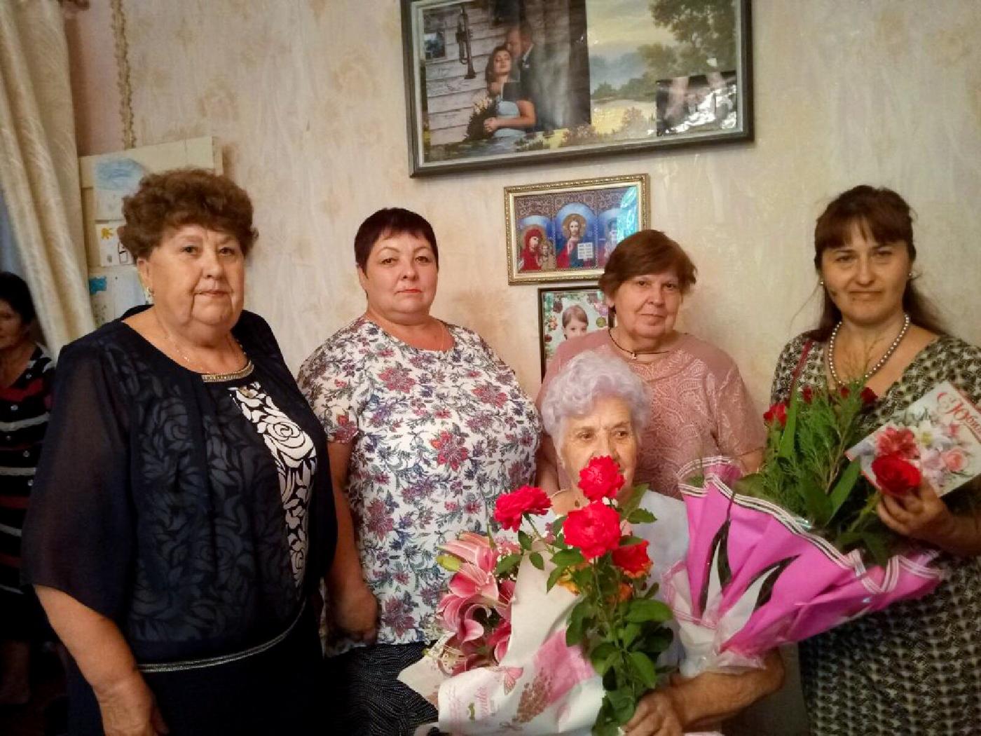 Активисты ОД «Мир Луганщине» поздравили с 85-летием жительницу Краснодонского района