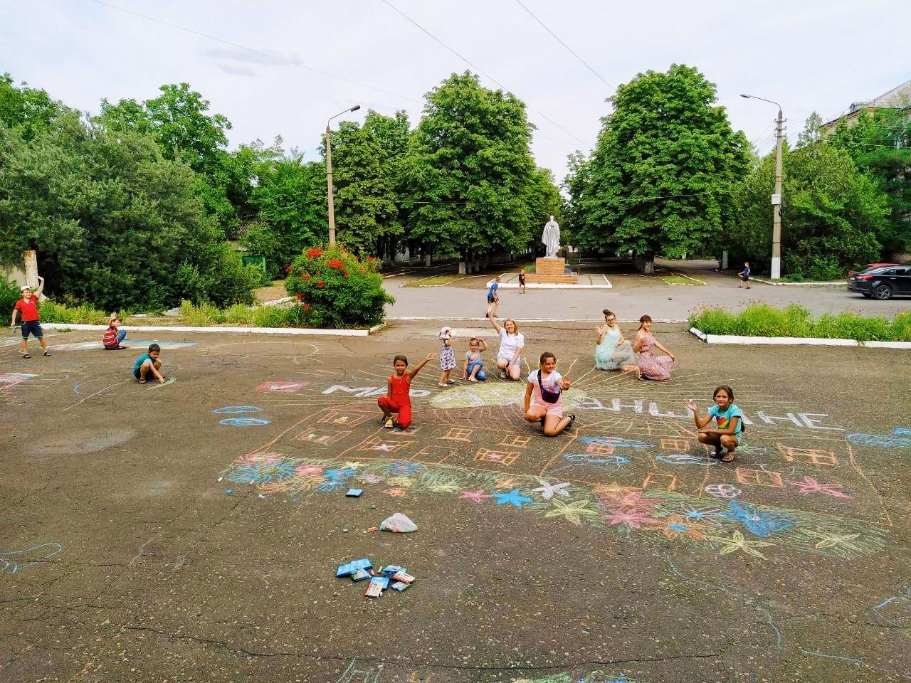 Конкурс рисунков на асфальте «Я рисую гордую страну» состоялся в Металлисте 3
