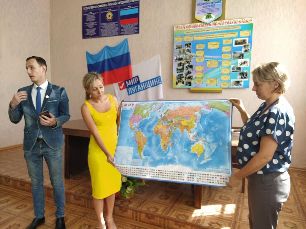 Школам Перевальского района вручили интерактивные географические карты