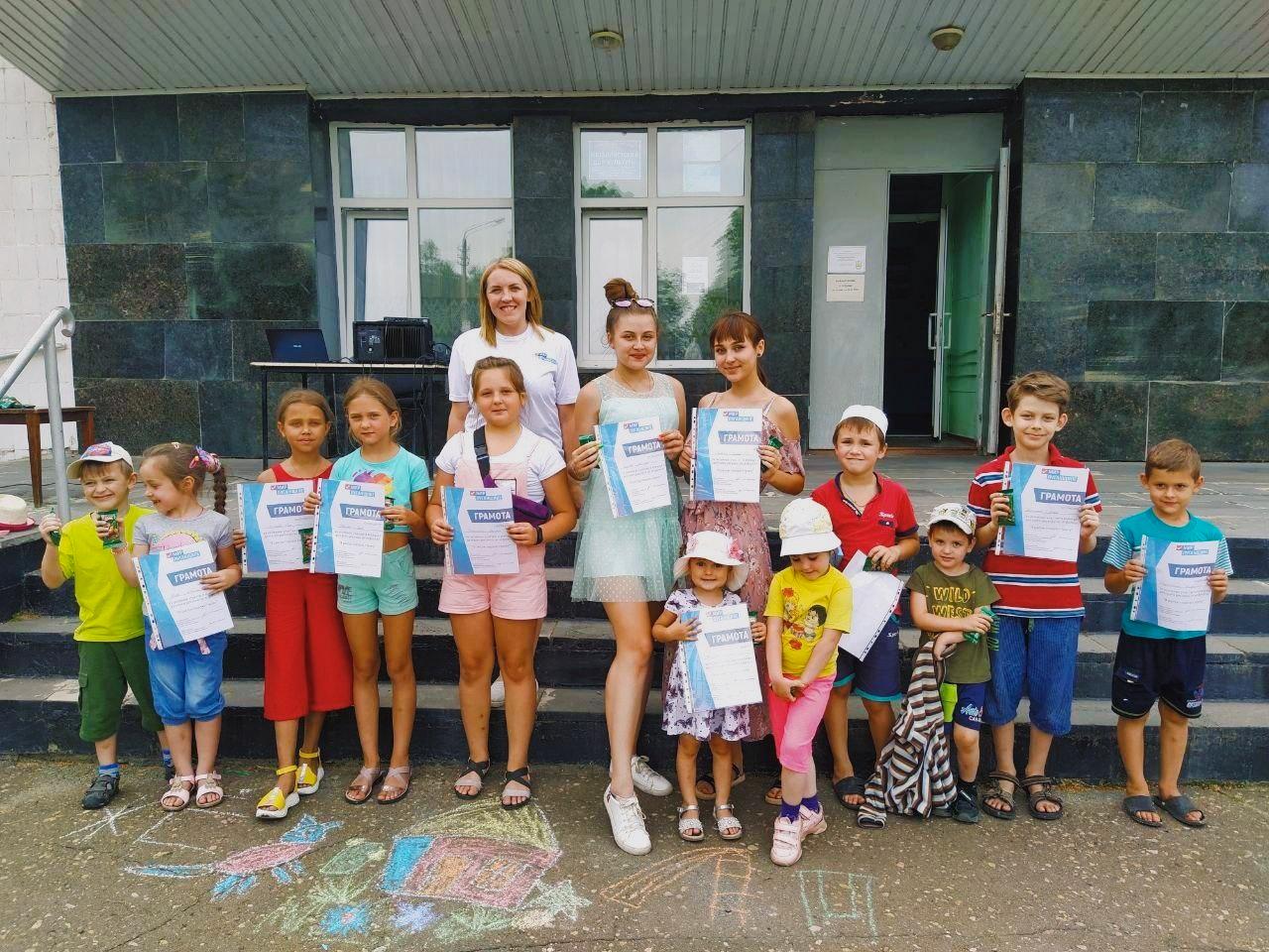 Конкурс рисунков на асфальте «Я рисую гордую страну» состоялся в Металлисте 5