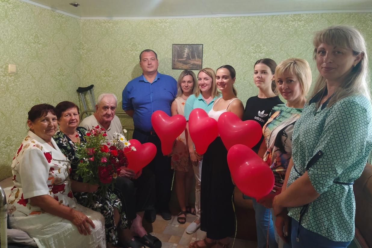 В городах и районах ЛНР активисты ОД «Мир Луганщине» поздравили жителей с Днём семьи, любви и верности 5
