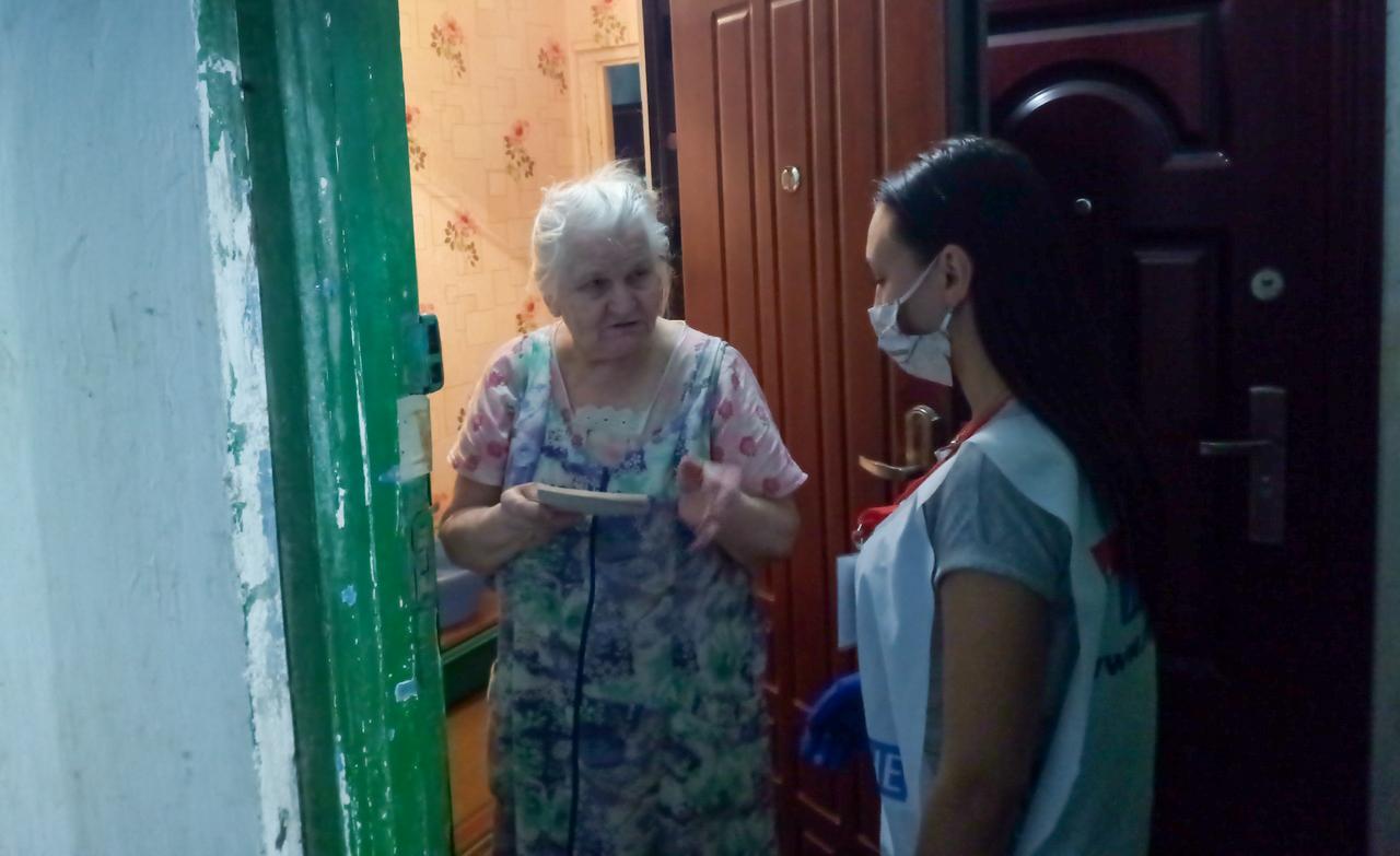 В Ровеньках волонтёры акции «Рука помощи» помогли горожанам на самоизоляции 2